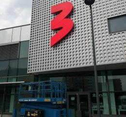 Iškaba ant fasado TV3